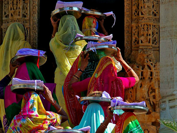 Tours-to-India-Jodhpur-ladies-saris